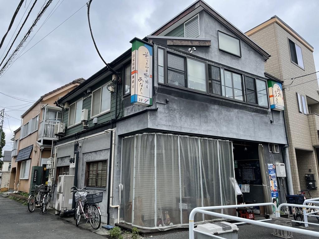三鷹で太宰治イメージの珈琲がいただける松井商店。 店内で焙煎している珈琲は奥深い香りと味わいが楽しめます。 三鷹のお土産「TAKA-1」の認定商品の珈琲も購入できます。